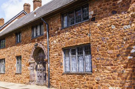 Exeter.June 02, 2018. Beautiful, medieval houses around the square near the Exeter Cathedral. Devon, South West England, United Kingdom Banque d'images - 119635898