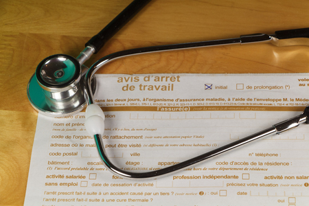 French medical work stop notice and black stethoscope