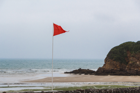 Red flag to prohibit bathing in Ris beach in Douarnenez Imagens - 124986861