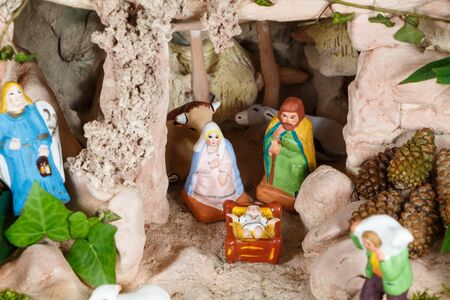 Nativity scene with provencal Christmas crib figures in terracotta Imagens - 132682430