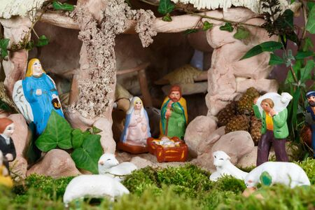 Nativity scene with provencal Christmas crib figures in terracotta Imagens - 132327772