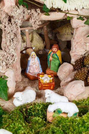 Nativity scene with provencal Christmas crib figures in terracotta Imagens - 132682309