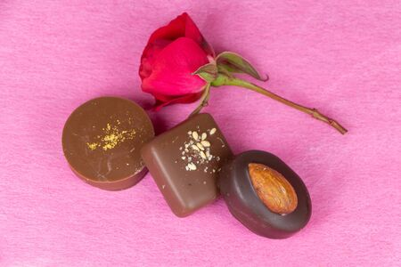 Red rose and chocolates for Valentines day 版權商用圖片