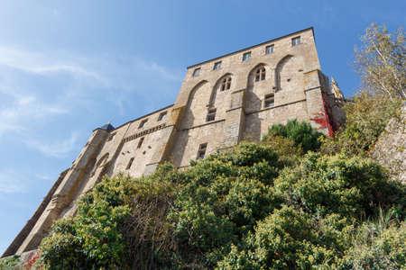 Outdoors of abbey of Mont Saint-Michel Standard-Bild