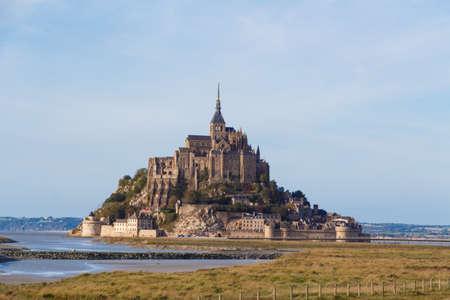 Mont Saint-Michel island at low tide Standard-Bild