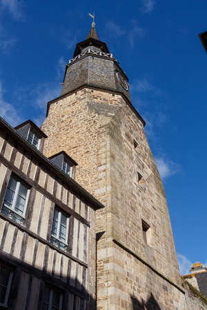 Clock tower and half-timbered house in the clock street in Dinan Standard-Bild