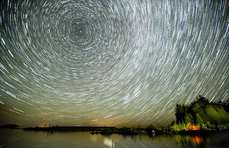 Lake Huron und Sternspuren des Winters Sternen