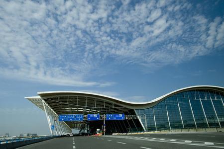 상하이 푸동 국제 공항의 차도