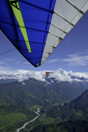 airplane ultralight: The motor hang-gliding in the sky - Nepal Stock Photo