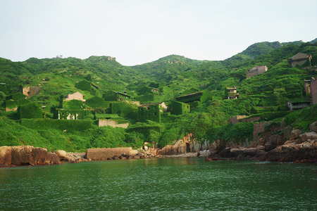 alluvial: The decline of fisheries resources, China Zhejiang Shengsi Shengshan Island fishermen have relocated, becoming no village, abandoned houses covered with green plants Stock Photo