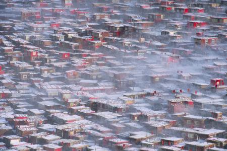 Vue de dessus à Larung Buddhist Academy Monastère de Sichuan Gar China Banque d'images - 74378925