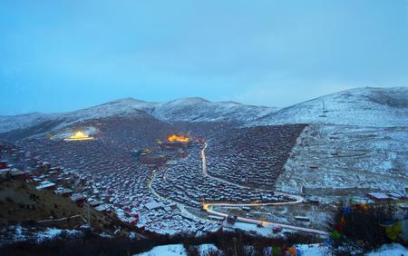 Vue de dessus à Larung Buddhist Academy Monastère de Sichuan Gar China Banque d'images - 74378933