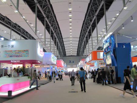 beursvloer: Guangzhou, China - 18 oktober 2010: China importeren en exporteren eerlijke 2010, de sectie van elektrische apparaten