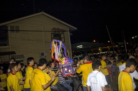 Muar, Johor, Malaisie ? 14 novembre 2010 : Neuf empereur dieux Festival, The Parade qui la beiieve la statue du Dieu autour de