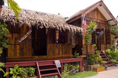 Kuala Lumpur, en Malaisie, 31 Ao�t, 2011 - La maison traditionnelle en bois malais �tant expos�e au tour de Kuala Lumpur �ditoriale
