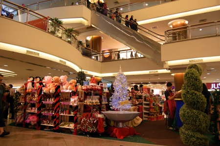 Kuala Lumpur, en Malaisie, D�cembre 10, 2011 - Promotion de No�l Mid Valley Mega Mall Panier �ditoriale