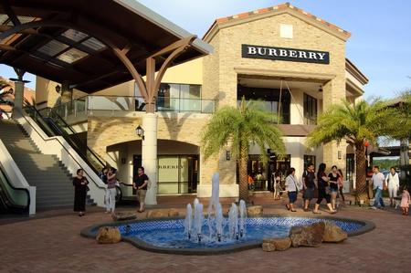 ohor, la Malaisie, Janvier 2012 - Premium Outlet nouvellement ouvert Johor pour la plupart des boutiques de mode de marque