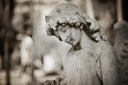 weeping angel: weeping angel tombstone - textured