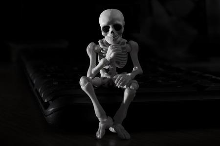pensador: esqueleto - pensador