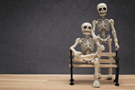 scheletro umano: Scheletri posa Archivio Fotografico