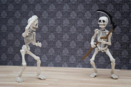 guada�a: esqueletos y la guada�a