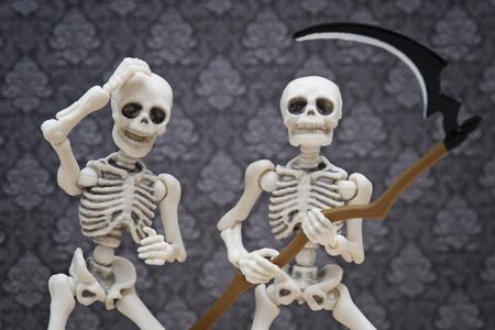 guadaña: esqueletos y la guadaña