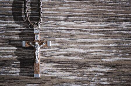 kruzifix: Holzkreuz Anh�nger