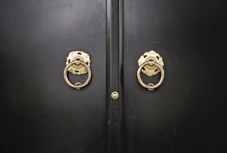verjas: portón negro japonés