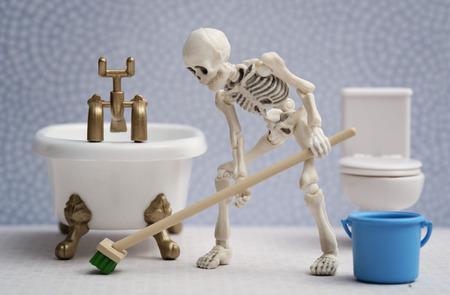 cleaning bathroom: Skeleton cleaning bathroom