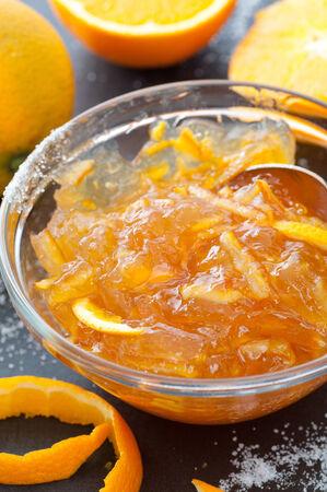 自家製の有機オレンジ マーマレード。
