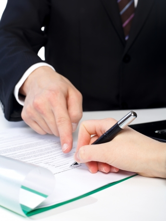 The customer is signing a document on Banque d'images