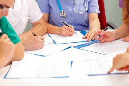 병원에서 의료 팀 회의