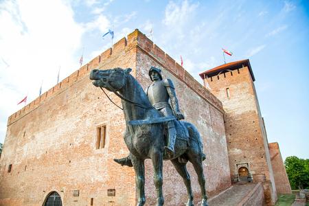 Afbeelding van het middeleeuwse kasteel van Gyula, gemaakt van bakstenen