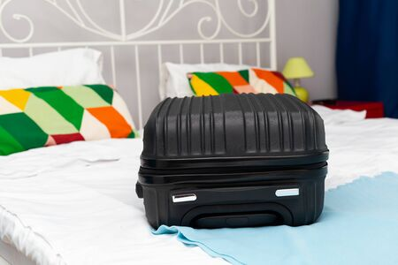 Traveler suitcase full of clothes at cozy modern apartment Фото со стока - 130818508