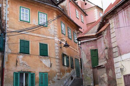 Bâtiments au centre de la célèbre ville de Sibiu, située en Roumanie Banque d'images