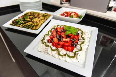 Tomato and mozzarella plate ornament 版權商用圖片