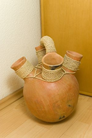 coate: clay pot with four earing atach with rope