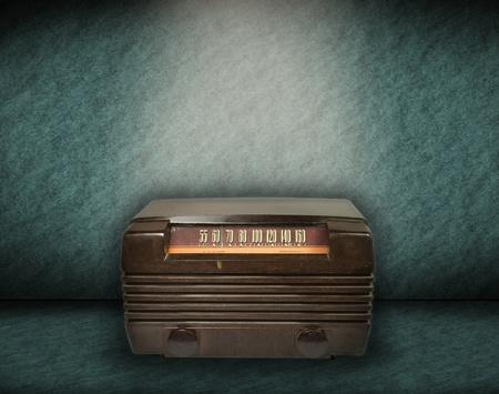 la radio vintage sur fond vert