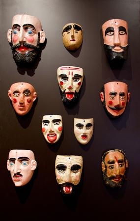 traje mexicano: conjunto de máscara de hombres, en México