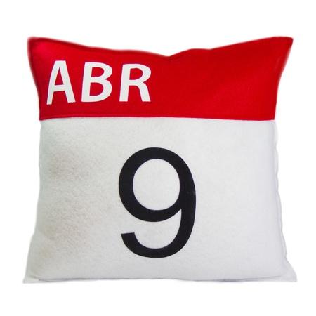 red pillow calendar of nine of april Stock Photo - 10369109