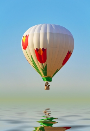 Hot air ballon above water reflect photo