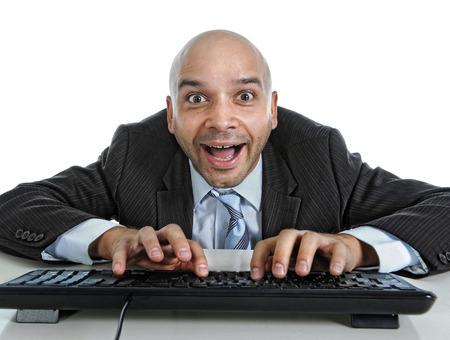 порно: Молодой бизнесмен, набрав на клавиатуре компьютера с забавным выражением лица на просмотре порно онлайн и интернет-чатов Фото со стока