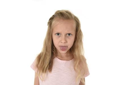 おさげ髪遊び心とエッチな撮影は、白い背景で隔離のモックの作成出少し甘い女子高生
