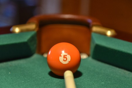 Billiard balls and cue on the pool table pool, ball, table 免版税图像