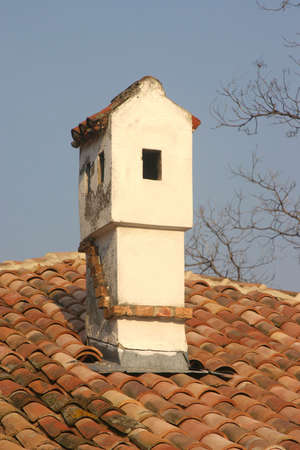 Una vieja chimenea en un pueblo b�lgaro.