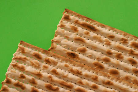 seyder: Matzo - Jewish Passover bread, over green.