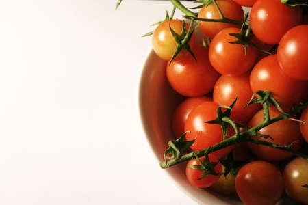 Tomates en la vid, macro. someras DOF.  Foto de archivo
