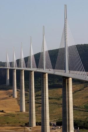 El puente de Millau - el m�s alto del mundo puente en el sur de Francia.  Foto de archivo