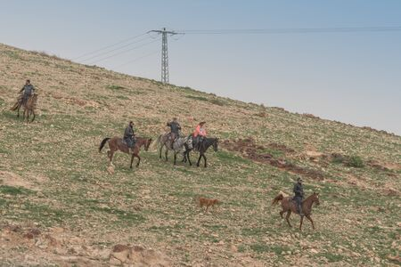 Israel - 15 Februar 2019: Horseback riding tour in the desert. Landscape Editorial