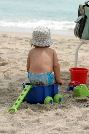 Baby jugando con juguetes